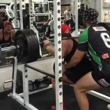 Squat: 202kg (445lbs) x 3